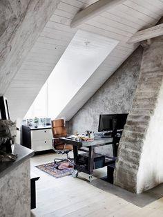 Preciosa buhardilla estilo industrial con techos de madera blancos | #madera #buhardilla #decoracion #interiorismo #arquitectura