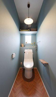 奥様こだわりの2階トイレ。色使いが優しい印象を与えます。 Small Toilet, New Toilet, Bathroom Design Small, Bathroom Interior Design, Toilet Room, Downstairs Toilet, Toilet Design, Japanese House, Love Home