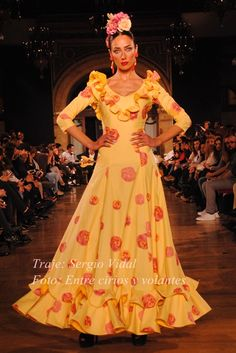 #Rocío2015: De camino · Moda Flamenca por Claudia Alfaro vía Entre Cirios y Volantes. Flamenco Costume, Costume Dress, High Fashion, Winter Fashion, Rose Bonbon, Spanish Fashion, Gypsy Style, African Fashion, Summer Dresses