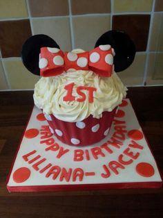 Minnie Mouse birthday cake, soo cute