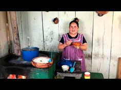 Espinazo de Puerco con Morisqueta De Mi Rancho a Tu Cocina - YouTube Mexican Pork Dishes, Mexican Food Recipes, Mexican Heritage, Mexicans, Backbone, Good Food, Salsa, Heart, Youtube