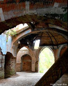 Ruins of the Russian castle Muromtsevo. Interior.
