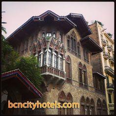 Casa Golferichs es un edificio modernista situado en el barrio del de Barcelona. Se construyó en 1901 y actualmente es un centro cívico // Casa Golferichs is a modernist building in the Eixample district of . It was built in 1901 and is now a community center
