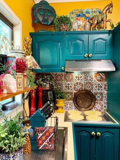 Home Decor Tips For Small Spaces empty space above kitchen cabinets ideas: If Your Travel Souvenirs Are Everywhere.Home Decor Tips For Small Spaces empty space above kitchen cabinets ideas: If Your Travel Souvenirs Are Everywhere Küchen Design, House Design, Decorating Above Kitchen Cabinets, Teal Kitchen Cabinets, Sweet Home, Boho Kitchen, Hippie Kitchen, Mexican Kitchen Decor, Colorful Kitchen Decor