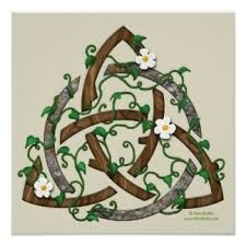 Triquetra (three in one + The circle emphasizes the unity of the whole combination of three forces. Triquetra, Celtic Knot Tattoo, Celtic Knots, Irish Celtic Tattoos, Gaelic Tattoo, Pentacle, Celtic Symbols, Celtic Art, Tattoo Ideas