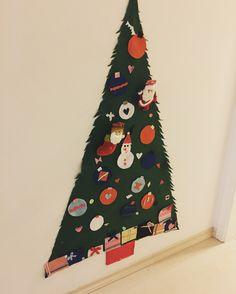 Árvore de Natal de feltro. Enfeites com velcro para a criança montar do jeito que quiser! Felt tree Christmas