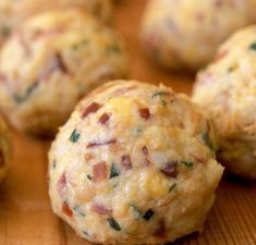 Canederli with Speck Hungarian Cuisine, Hungarian Recipes, Tart Recipes, Cooking Recipes, Key Food, Good Food, Yummy Food, Indian Food Recipes, Ethnic Recipes