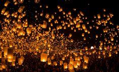 launching sky lanterns by Tassapon Vongkittipong / 500px Floating Lanterns, Floating Lights, Sky Lanterns, Candle Lanterns, Lantern Lighting, Lit Wallpaper, Images Wallpaper, Wallpapers, Mobile Wallpaper