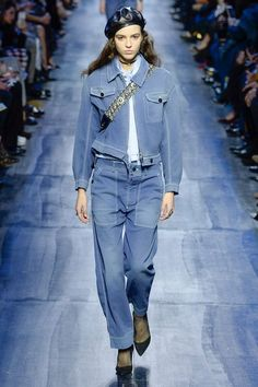 Christian Dior Fall 2017 Ready-to-Wear Collection Photos - Vogue Fashion Moda, Denim Fashion, Fashion 2017, Runway Fashion, Trendy Fashion, Fashion Show, Womens Fashion, Fashion Trends, Dior Fashion