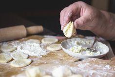 Babciny sekret pierogów: 1 dodatek do ciasta i 1 gest, które zapewniają doskonałość