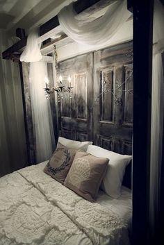 old door headboard.i need to find an old door! Dream Bedroom, Home Bedroom, Bedroom Decor, Bedroom Rustic, Bedroom Romantic, Bedroom Ideas, Bedroom Simple, Bed Ideas, Calm Bedroom
