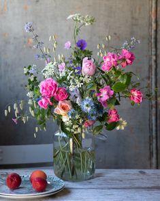 Summer Flower Arrangements, Beautiful Flower Arrangements, Summer Flowers, Flower Vases, Floral Arrangements, Beautiful Bouquet Of Flowers, Wild Flowers, Beautiful Flowers, Wedding Flowers