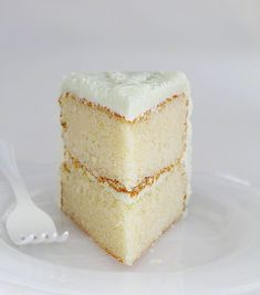 "The Perfect White Cake (i am baker). ""I have been searching for this cake for about two years now. In my experience, making white cake at home is just never as good as the bakery. I am not kidding when I tell you that this recipe is it. The fl Cupcake Recipes, Cupcake Cakes, Dessert Recipes, Frosting Recipes, White Cake Recipes, Vanilla Cake Recipes, Homemade Vanilla Cake, Bolo Ferrero Rocher, Homemade White Cakes"