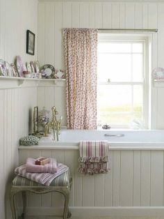 Shelf with plates Chic Country Bathroom. I'm having plank put around my own cottage bath tub Romantic Bathrooms, Rustic Bathrooms, Beautiful Bathrooms, Small Bathroom, Cottage Bathrooms, Small Country Bathrooms, Bathroom Ideas, Bathroom Shelves, Bathroom Ladder