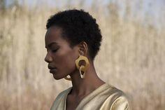 The Interlaced Earrings Romanticism, Baroque Pearls, Beautiful Black Women, Polished Brass, Sterling Silver Earrings, Hoop Earrings, Make Up, Glamour, Bending