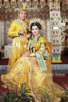 Bugis Makassar COSTUME PLANET: Indonesia Foto Wedding, Makassar, Rich Man, People Of The World, Bridal Wedding Dresses, Ethnic Fashion, Weeding, Traditional Wedding, Beautiful People