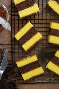 LAPIS SURABAYA JERUK | Catatan-Nina Indonesian Desserts, Indonesian Food, Indonesian Recipes, Delicious Cake Recipes, Yummy Cakes, Lapis Surabaya, Bolu Cake, Sponge Cake Roll, Lapis Legit