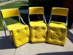 chairs/I love the retro look and color