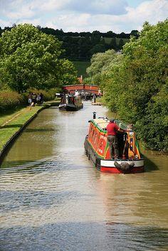 View from Oxford Canal Bridge 115 towards Bridge 114 by Stu.G, via Flickr