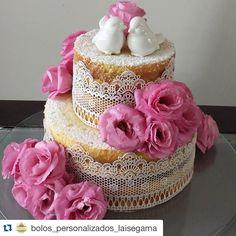 """""""#Repost @bolos_personalizados_laisegama with @repostapp. ・・・ Naked Cake recheado com muitas nozes, muito brigadeiro, mas principalmente, recheada de…"""""""