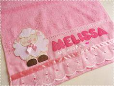Toalha feita com tecido 100% algodão Na cor rosa, macia Bordados em Patch Aplique de Ovelha e personalizado com o nome do bebê Fazemos com outras cores e com outro nome também R$ 20,00