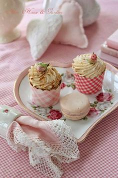 Pink and yummy Mini Cupcakes, Cupcake Cakes, Cup Cakes, Cupcake Wrappers, My Tea, High Tea, Afternoon Tea, Tea Time, Sweet Treats