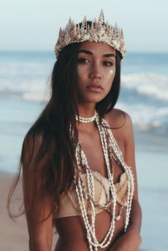 please note: the current made to order time frame is 6 weeks ☾ ☆☽ A magic mermaid crown dusted in gold glitter. Features an assortment of cream, brown and white seashells. Constructed on an adjustable