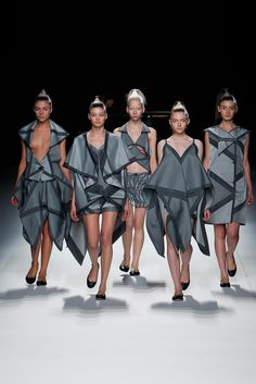 Issey Miyake : Fashion, History   The Red List