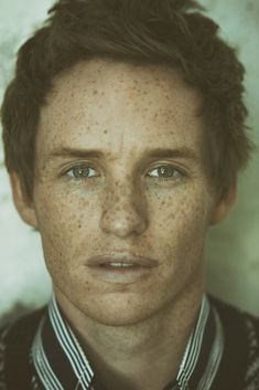 Eddie Redmayne and his freckles 😍 so handsome 😘 Eddie Redmayne, Beautiful Men, Beautiful People, Beautiful Freckles, Dead Gorgeous, Freckle Face, Stephen Hawking, Harry Potter, Raining Men