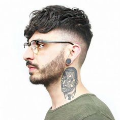 Best Undercut Hairstyles, Undercut Styles, Popular Mens Hairstyles, Fringe Hairstyles, Popular Haircuts, Haircuts For Men, Men Undercut, Quiff Haircut, Hairstyles With Glasses
