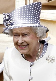 Queen Elizabeth II - silver with polka dots God Save The Queen, Hm The Queen, Royal Queen, Her Majesty The Queen, Queen And Prince Phillip, Prince Philip, Die Queen, Queen Hat, Isabel Ii