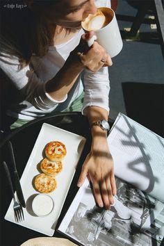 Good morning! Так называется наш новый завтрак) Это настоящая гастрономическая  экскурсия для туристов-гурманов. В нем все самое вкусное из современной русской кухни: торт «Москва», оладушки с семгой и яйцом-пашот, сырники со сметаной и ягодами, блинчики с творогом и ягодами. Выбирайте любое из этих блюд!  +напиток по вашему вкусу: • Дабл Капучино; • Эспрессо;  • Американо;  • Чайник черного, зеленого или фруктового чая; • Свежевыжатый апельсиновый сок. #кофехауз #завтрак #breakfast