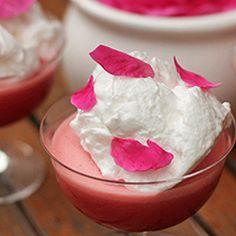Gelatina de morangos com merengue de rosas