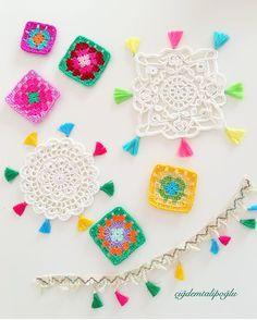 """3,272 Beğenme, 41 Yorum - Instagram'da Rengarenk Bir Dünya (@cigdemtalipoglu): """"Bohem style . .  Bardak altlığı yada supla kenarlarına püskül katkısı  10 numara bence. Püskülleri…"""" Crochet Home, Diy Crochet, Crochet Flowers, Coasters, Crochet Earrings, Mandala, Diy Crafts, Knitting, Color"""