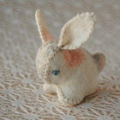 Felt Bunny Rabbit Spotted Toy Light Colors by TextilePlatypus Felt Bunny, Bunny Rabbit, Tiny Bunny, Felt Cat, Easter Crafts, Fun Crafts, Wet Felting, Needle Felting, Felt Hearts
