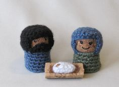 This is the cutest thing I've seen in awhile.  I wish I could crochet! (Nativity Set Crochet on Recycled by BJPrettyLittleThings on Etsy, $8.00)