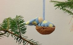 Happiness comes in little bits: A simple holiday craft tutorial :: Walnut baby ornaments