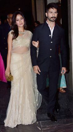 Mira Rajput and Shahid Kapoor make a starry entry (Photo: Yogen Shah) Wedding Dresses Men Indian, Wedding Dress Men, Wedding Suits, Indian Dresses, Indian Outfits, Indian Clothes, Wedding Kurta For Men, Mens Indian Wear, Indian Groom Wear