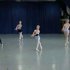 Ballet Gif, Ballet Dance Videos, Dance Choreography Videos, Ballet Class, Ballet Dancers, Just Dance Kids, Dancer Workout, Ballet Performances, Ballet Photography