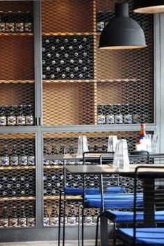 металличекий винный шкаф-витрина, дверцы из сетки цпвс