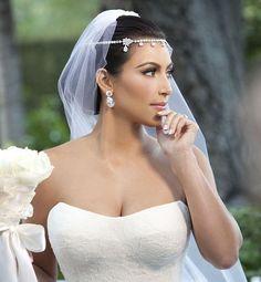 Celebrity bridal make up inspiration - kim kardashian — bridal hair and makeup nyc - makeup artist for bridal hair & bridal makeup. Vestidos Kim Kardashian, Kim Kardashian Cabelo, Kourtney Kardashian, Kim Kardashian Engagement Ring, Kim Kardashian Wedding Dress, Wedding Ceremony Ideas, Wedding Gowns, Kim Kardashian Kris Humphries, Wedding Gallery