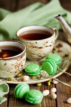 640x960 Pistachio Macarons & Tea