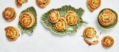 Pizzapullat ovat kuin pizzaa kätevästi mukaan napattavassa minikoossa. Hurjan hyvä tonnikalatäyte tekee pizzakierteistä mainion suolaisen herkun vaikkapa piknikille. Noin 0,35€/annos. Mozzarella, Pizza, Eggs, Breakfast, Food, Wild Flowers, Waiting, Morning Coffee, Essen