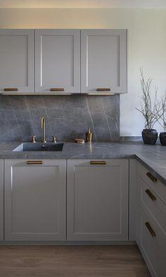 A Designers' Nod to Nature in Barcelona Grey Kitchen Interior, Kitchen Room Design, Kitchen Family Rooms, Kitchen Cabinet Design, Interior Modern, Modern Kitchen Design, Home Decor Kitchen, Home Kitchens, Nordic Kitchen