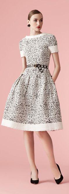 Carolina Herrera New York - Resort 2017 Modest Fashion, High Fashion, Fashion Dresses, Carolina Herrera, Lovely Dresses, Beautiful Outfits, Dress Skirt, Dress Up, Fashion 2017