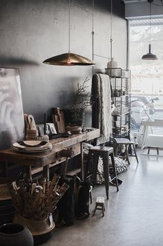 Things That You Need To Know When It Comes To Industrial Decorating You can use home interior design in your home. Even with the smallest amount of experience, you can beautify your home. Workspace Inspiration, Interior Inspiration, Home Interior Design, Interior Decorating, Mid Century Modern Desk, Workspace Design, Dark Interiors, Decoration, Mid-century Modern