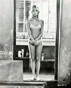 Goldie Hawn just makes me heart smile. She's beautiful and hilarious.