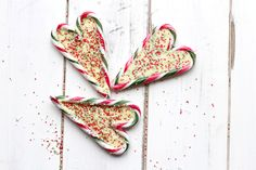 Candy cane peppermint hearts filled with a white chocolate centre and decorated with festive sprinkles Easy Homemade Gifts, Homemade Christmas Gifts, Christmas Crafts, Christmas Recipes, Christmas Fudge, 18th Birthday Cake, Fathers Day Crafts, Candy Shop, Edible Flowers