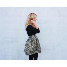 Falda brocada negra hecha a mano disponible en www.caprichosdearmario.es