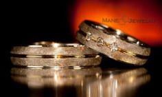 Mempersembahkan cincin kawin model ruin yang di desain special untuk anda pasangan serasi. Cincin ini nampak mewah dan berkelas dengan permukaannya yang full kuning perpaduan doff dan mengkilap. Cincin wanita ditambahkan batu zirconia putih sehingga lebih anggun. Produk kami dikerjakan pengrajin berpengalaman sehingga menghasilkan mahakarya seni yang berkualitas. Bahan cincin bisa custom dan disesuaikan dengan …